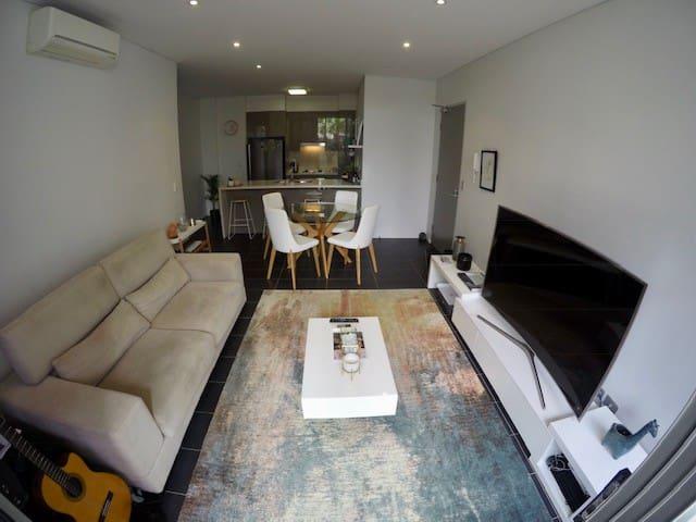 Comfy Modern Apartment