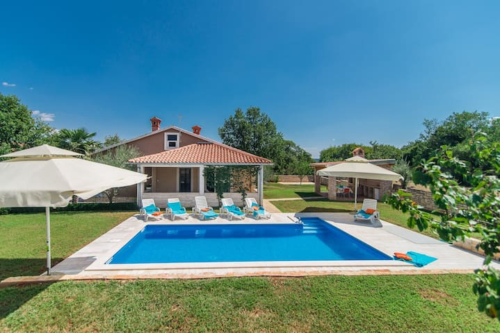 Villa Ruza with Pool in Peaceful and nice Landscaped Garden