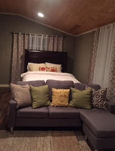 Cozy Brookside Guesthouse - Tulsa