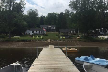 Cozy Commanda Lake  Lakeside Inn