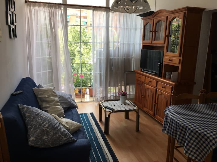 Nice single room in Barcelona, Sant Marti