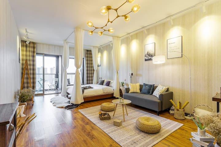 同德广场 地铁口 浪漫情调温馨大床房。