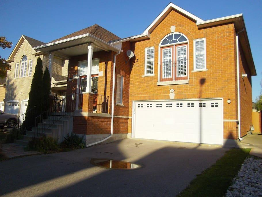 Spacious two bedroom house close to everything maisons louer vaughan ontario canada - Canada maison close ...