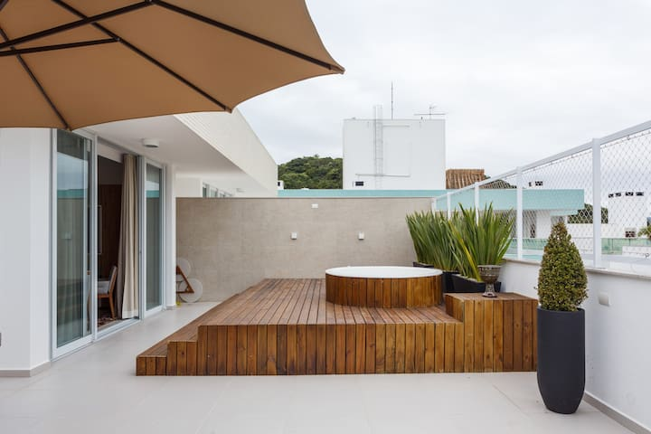 Best Jurere Roof Top With Private jacuzzi!