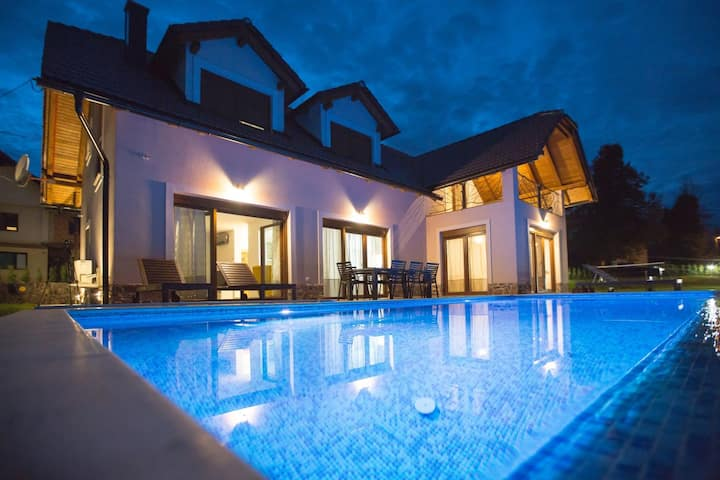 House for 6+3 pers with pool in Ogulin R67535