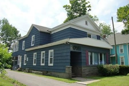 3 BR APT. OFF STREET PARK 20 min to cooperstown - Oneonta - Lakás