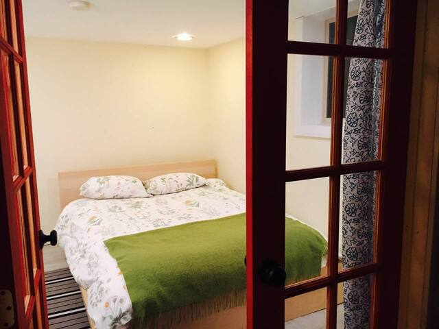 Stylish NE Portland Room(s) by Irving Park