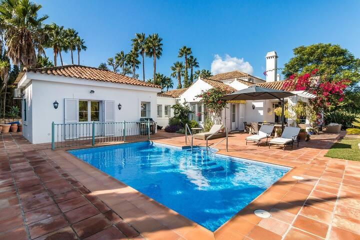 Luxury family villa in Sotogrande for 8