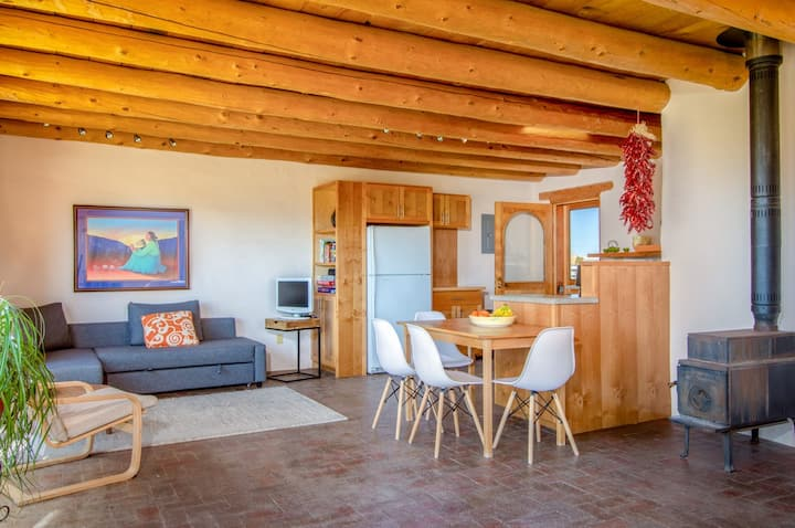 Chic, duplex studio with sweeping desert views and WiFi