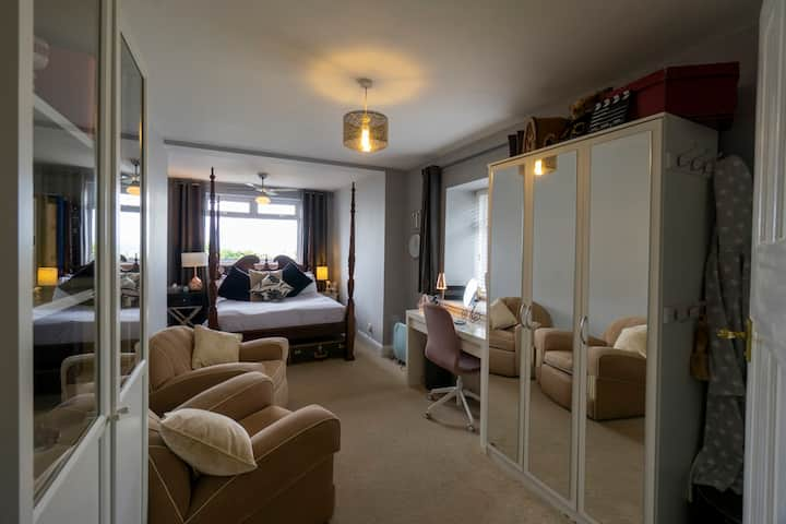 Braveux by the sea! The Seaview Suite, Thorpe Bay.