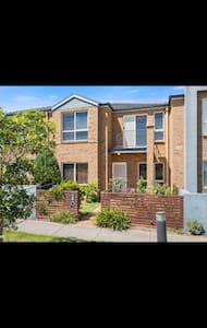 Amazing park view 3 bed town house - Point Cook