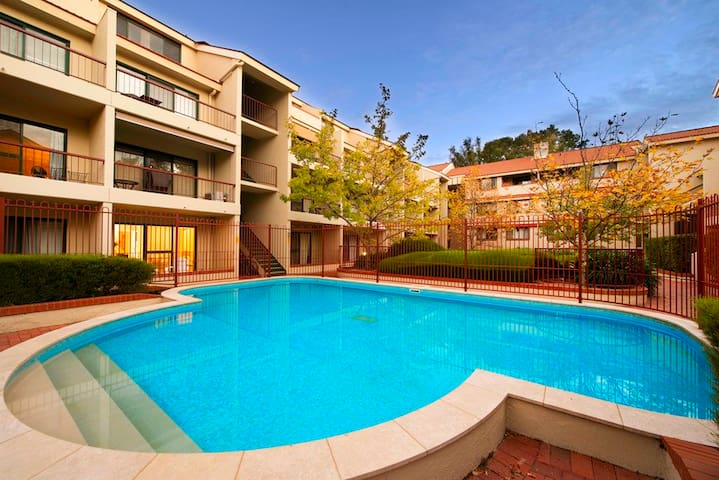 Sara's 1 bedroom furnished Canberra city apartment