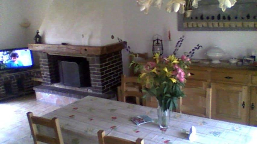 chambre dans pavillon entouré de verdure - Ville-sur-Ancre