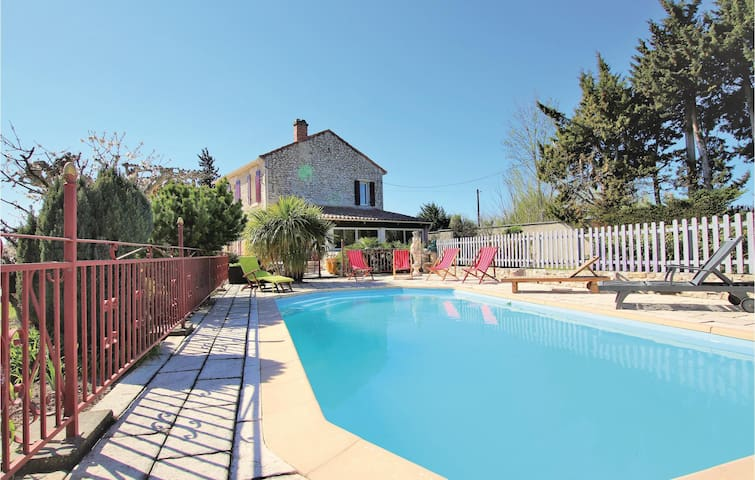 Holiday cottage with 3 bedrooms on 160m² in Saint Andiol