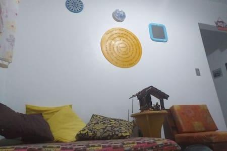 Quarto em casa Familiar com presença de felinos!
