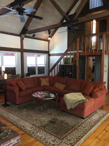 Post & Beam 10 min to Pat's Peak, sleeps 12 - Hopkinton - Casa