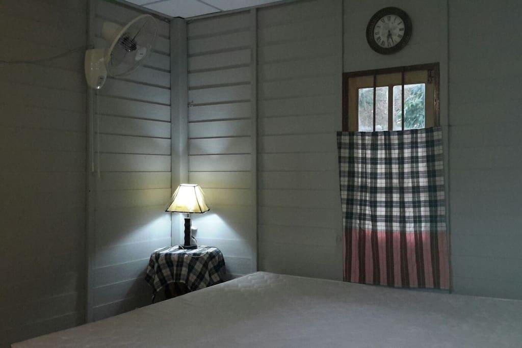 ห้องนอนกว้าง สอาด เหมาะสำหรับการมาพักผ่อนกับธรรมชาติอย่างแท้จริง เงียบสงบเป็นส่วนตัว