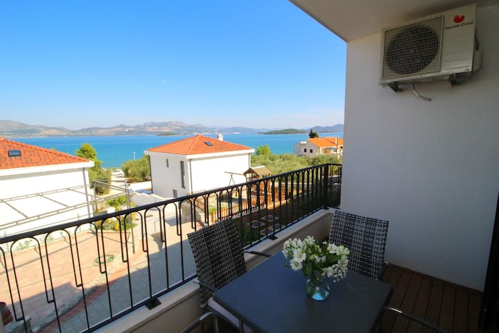 Kula - Comfort One Bedroom Apartment with Balcony and Sea View-B4