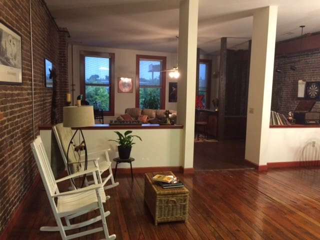 Spacious 2 Bdrm Apt in the Old City