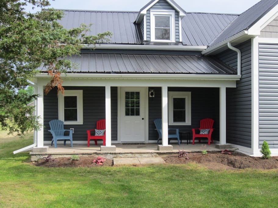 Front porch to enjoy morning coffee or drinks after a day of touring