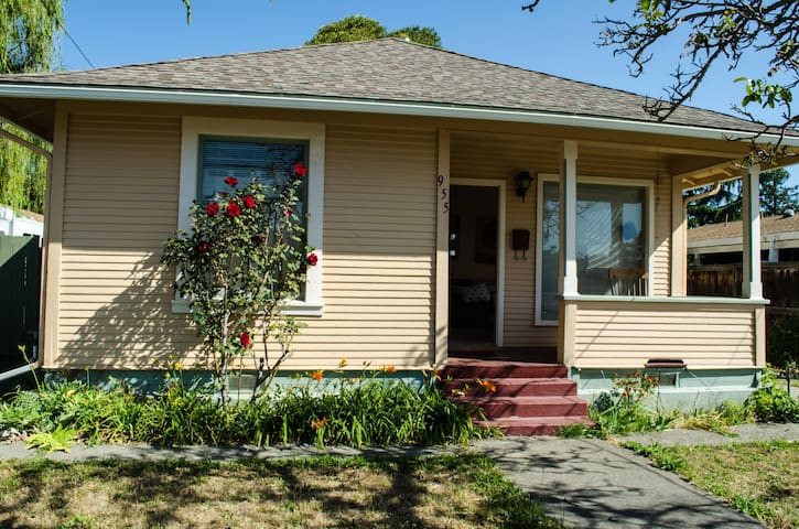 Cozy 2 bedroom, close to Russian River Brewery