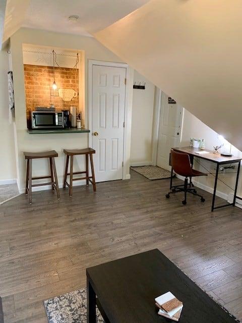 Cozy 3rd floor apartment in historic district.