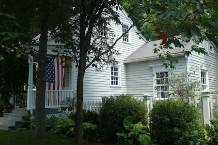 1770 House in Historic Kinderhook - Casa