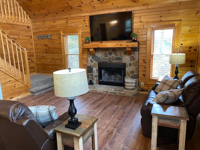 New!  Smart Cabin with King Bed & Private Hot Tub