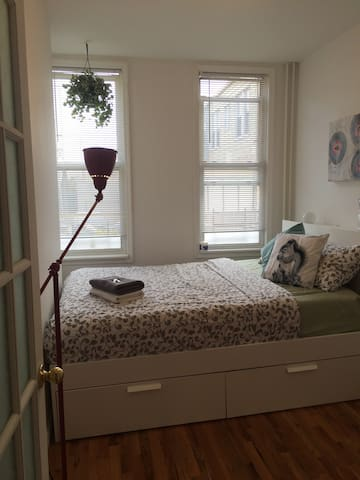 Bright budget Private room in NYC!! - New York  - Daire