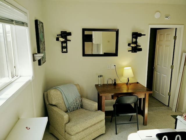 Private, Cozy Apt - Perfect for Couples - Springfield - Apartment
