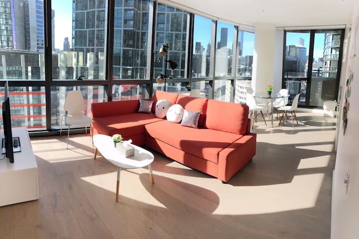 Victoria Harbor Luxury Waterfront Apartment  D8917