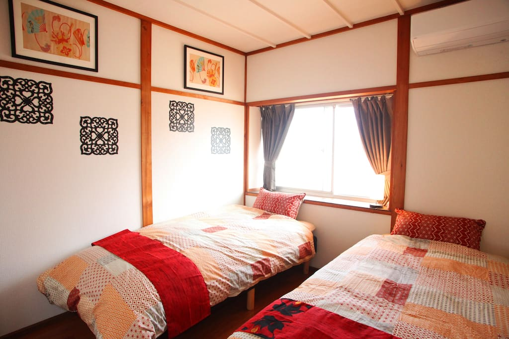 Bed room 1 have 2 single bed