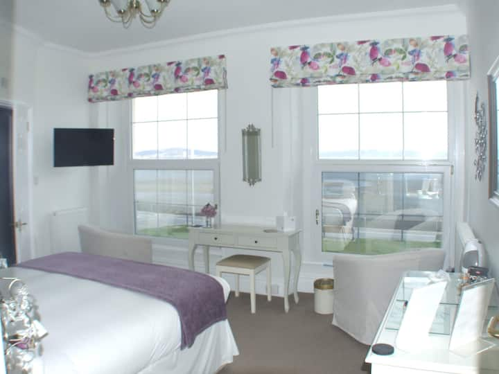 Seaview room with ensuite.
