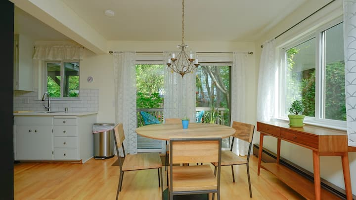 Mill Valley Apartment: Walking Distance to DT