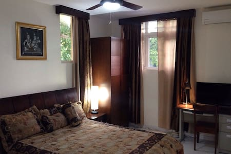 In green surroundings and relax area, Coeur de Palmier is a little hidden paradise in Rte Frères ( Petion-Ville) with a few appartments/rooms with all amenities necessary to make your start and stay the best ever in Haiti. Only 20 minutes from International Airport and downtown P-au-P.