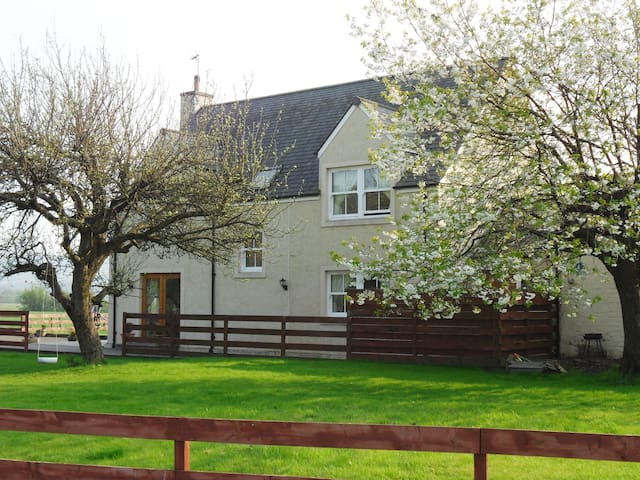 Beautiful spacious Farmhouse. - Stirling - Casa