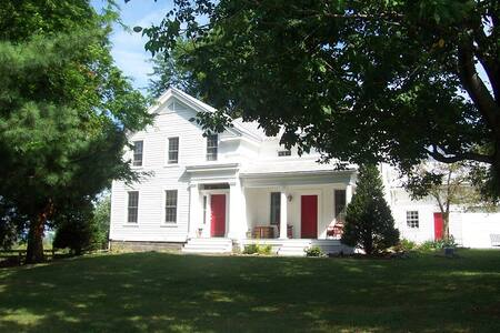 Inn BTween Farm Bed and Breakfast - Trumansburg