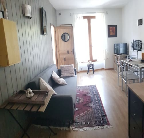 Nice room/ cozy apartment 15 min from Paris