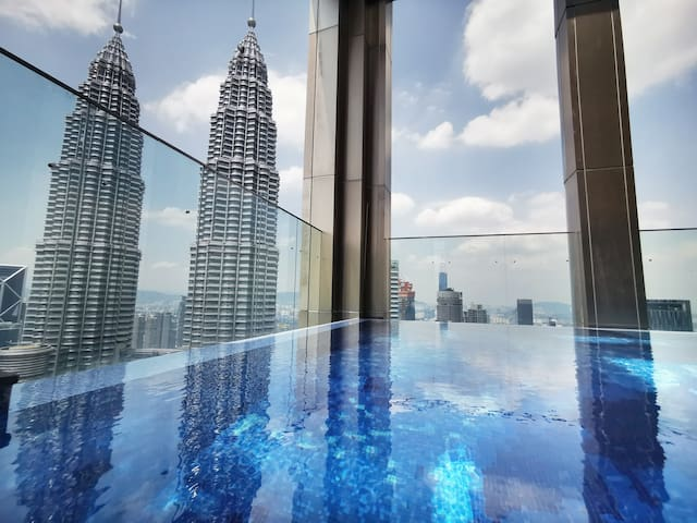 3mins Walk from 1BR Luxe Home to KLCC | KLCC View