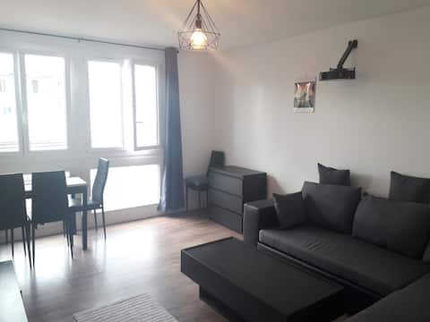 Room in the nice apartment ~35min from city center