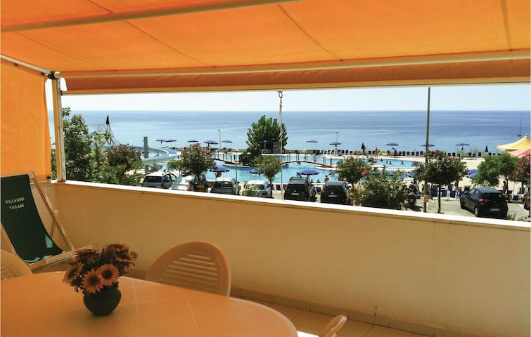 Holiday apartment with 1 bedroom on 90 m² in Isola di Capo Rizzuto