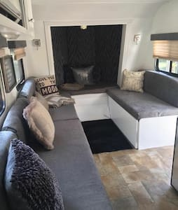 Shabby Chic Glamping - Casselberry - Camper