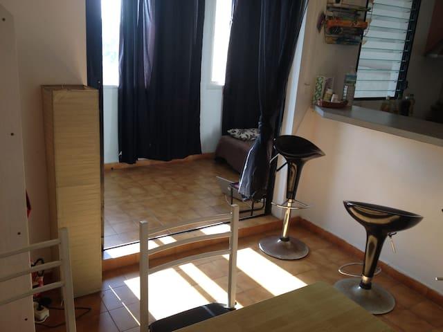F2 fonctionnel et agréable - Schœlcher - Apartamento