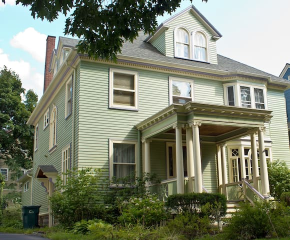 Lovely Park Ave Room - Rochester - House