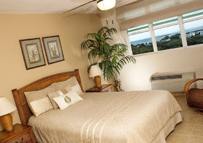 Master bedroom with view to the Ocean, pools and Marina. Queen bed for 2 people.