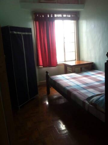 Basic, clean, centrally located Makati Condo - Manila - Apartmen