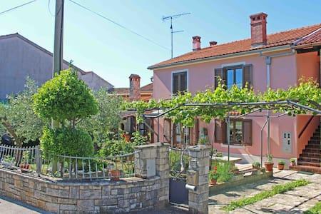 Apartment Emilia with beautiful garden