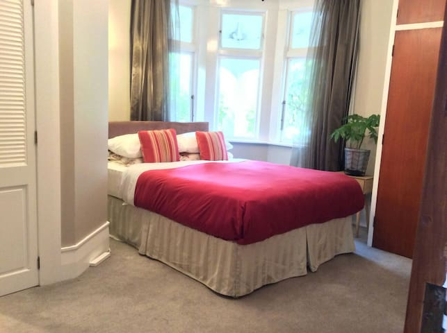 Deluxe Room with Ensuite & Breakfast in Maori Hill