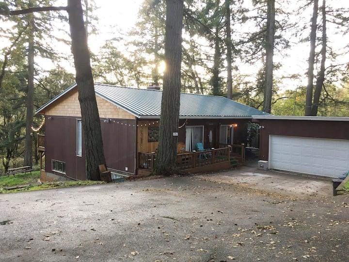 Woodland getaway/ bedroom 1