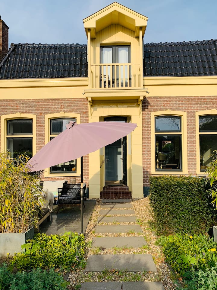 CHARMING VILLAGE HOUSE. 10 MINUTES FROM AMSTERDAM